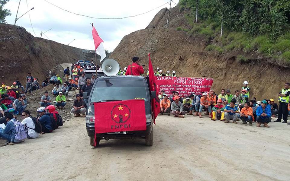 FNPBI member speaking a labour rally (Berdikari)