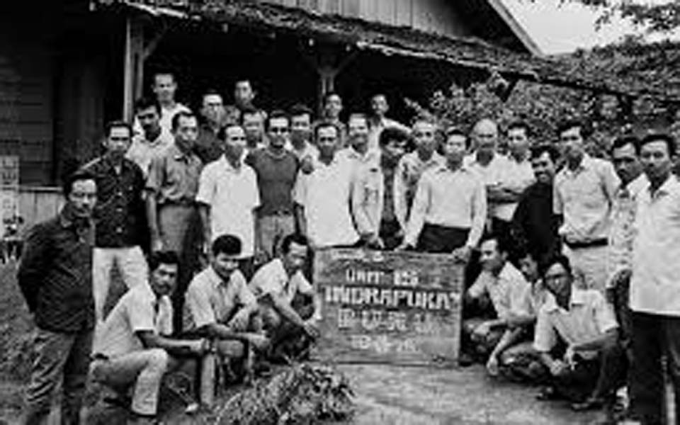 Political prisoners interned on Buru Island (Kompasiana)
