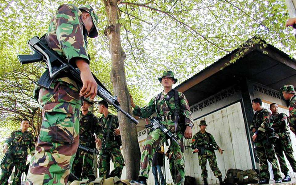 Indonesian soldiers stop at Acehnese village (Benar News)