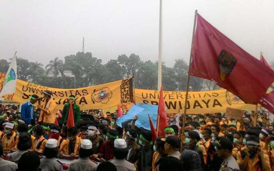 Student protest in Palembang (Tribune)