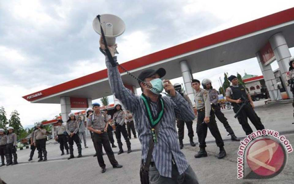 Students protest against fuel price hikes in Palu (Antara)