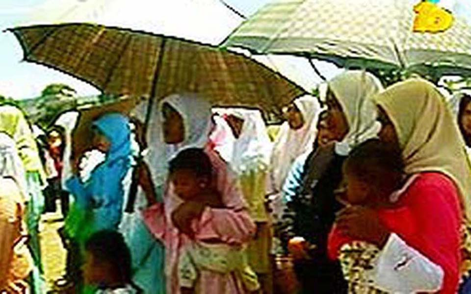 Inong Aceh League holds protest in Lhokseumawe - August 8, 2006 (Liputan 6)