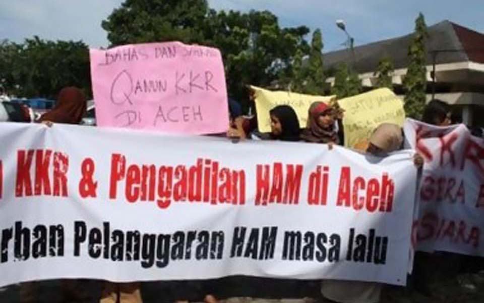 Protest calling for establishment of KKR and human rights court in Aceh (Sinar Keadilan)