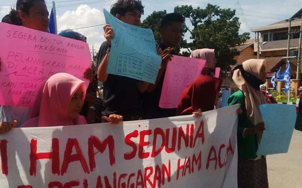 Rally in Aceh commemorating International Human Rights Day (Tribune)