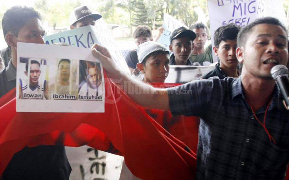 Student protest in Banda Aceh calling for the release of GAM prisoners (Tribune)