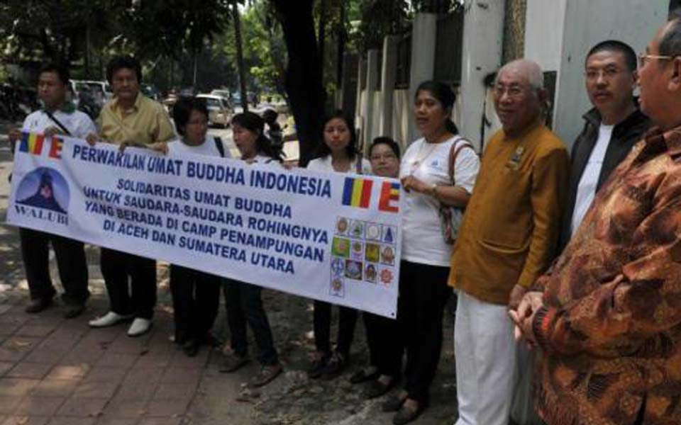 Buddhists hold protest outside Burmese Embassy in Jakarta (Liputan 6)