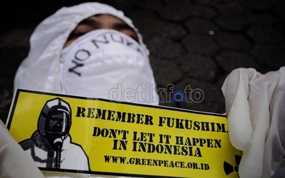 Greenpeace activists protests against Muria nuclear power plant (Detik)