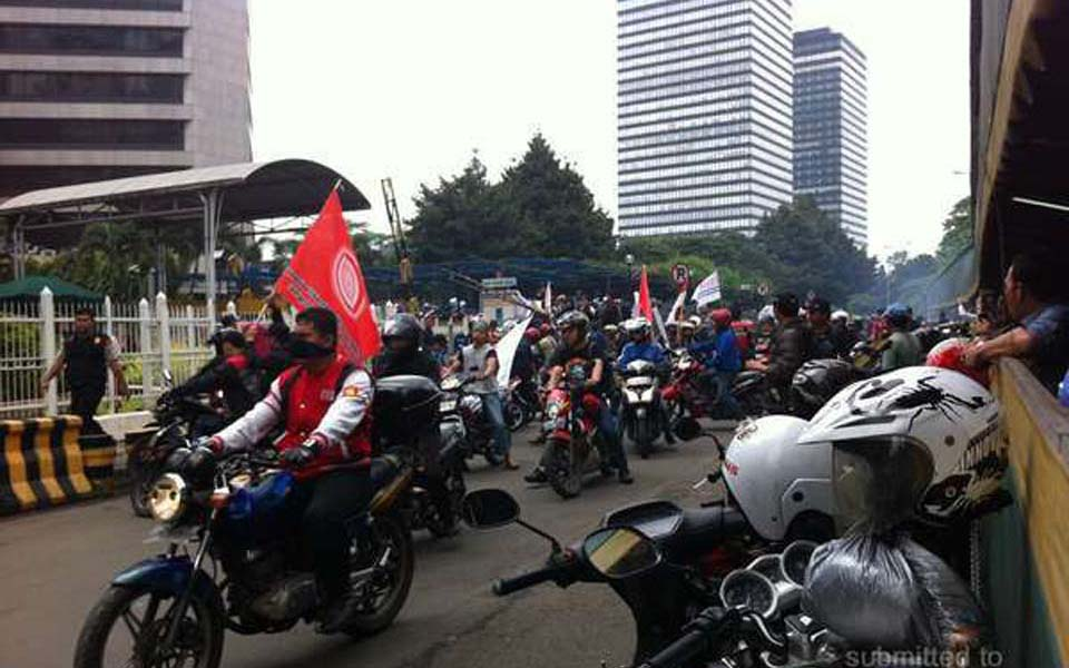Protest action in front of BNI building in Jakarta (Detik)