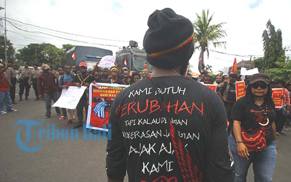 Protest in front of US Consulate General in Denpasar (Tribune)