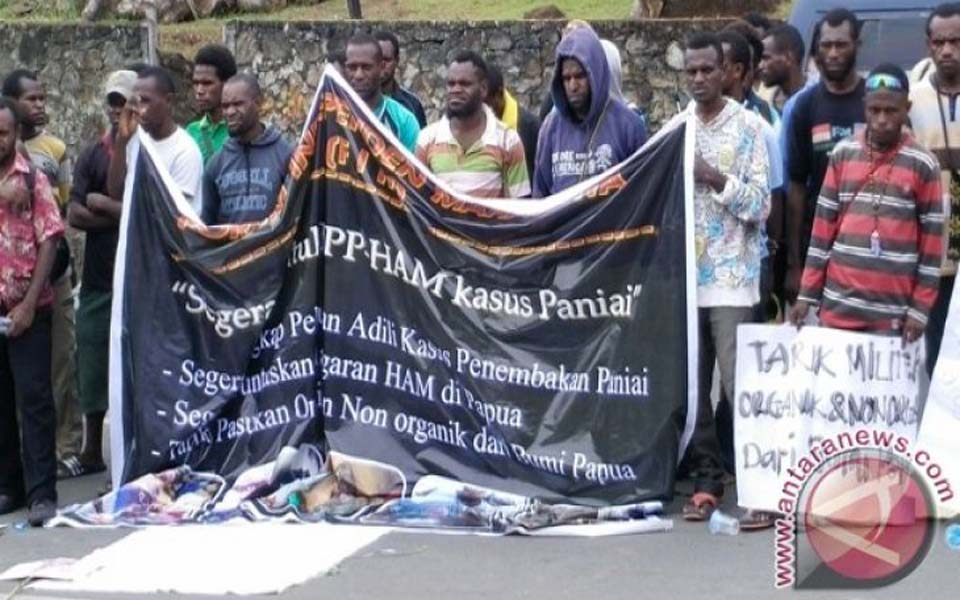 Student protest outside Komnas HAM office in Papua (Antara)