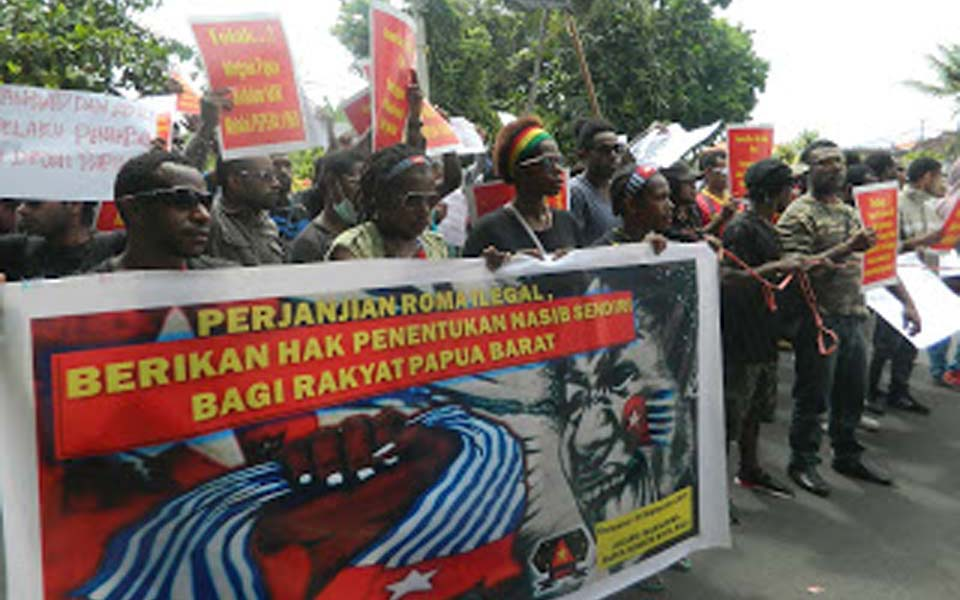 West Papuan protest in front of US Consulate General in Denpasar (AMP)