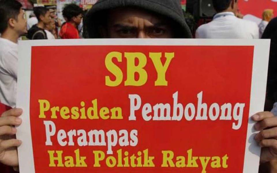 Placard reads 'SBY the Liar and Stealer of People's Political Rights' (Kompas)
