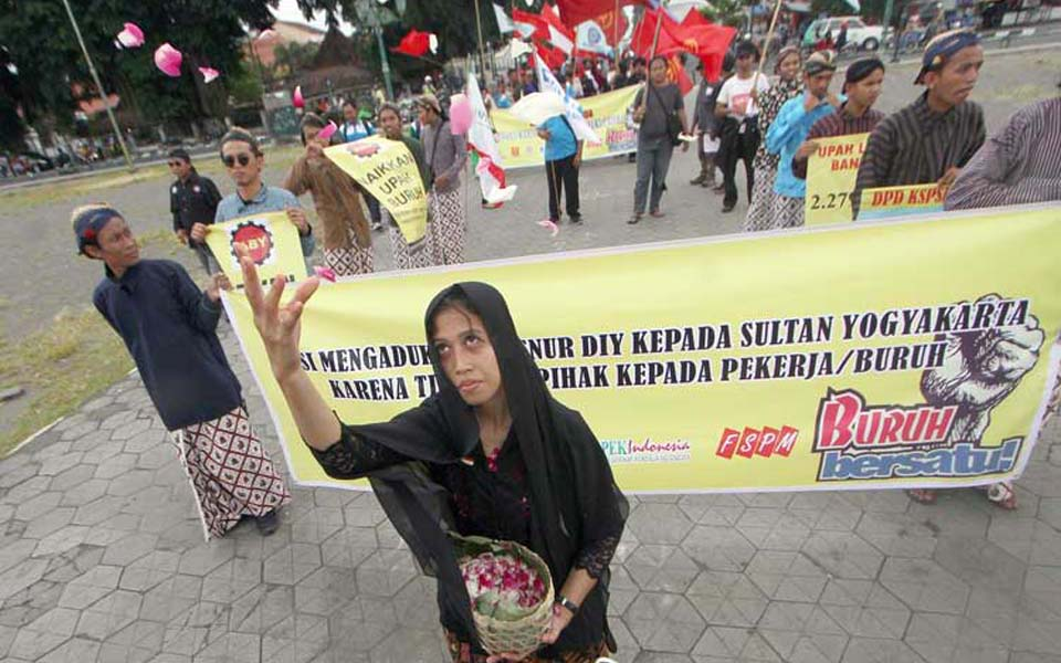 Workers hold rally in main city square in Yogyakarta (Radar Jogja)