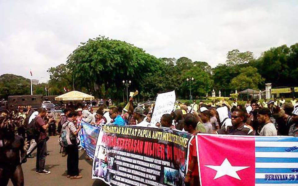 Papuans independence rally in front of State Palace - December 1, 2011 (Tribune)
