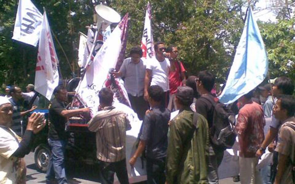 Protesters in Bali reject 19th ASEAN Summit - November 18, 2011 (Okezone)