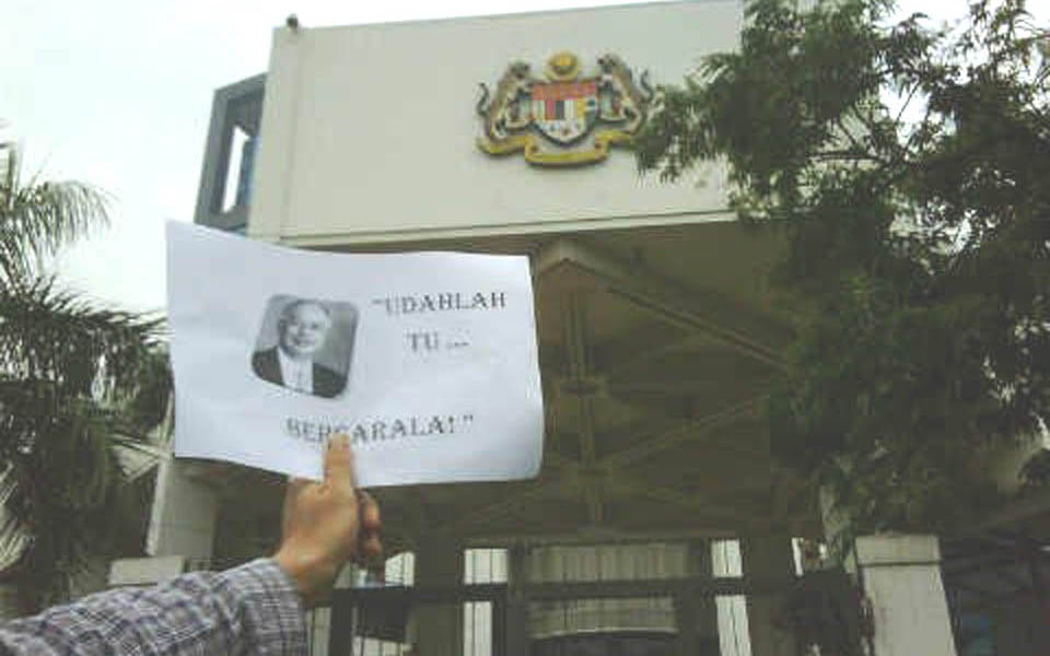 Solidarity action at Malaysian Embassy in Jakarta - July 1, 2011 (4.bp)