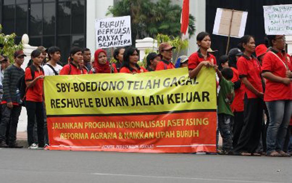 Student protest marks 2nd year of SBY-Boediono government (Central SPKAJ)