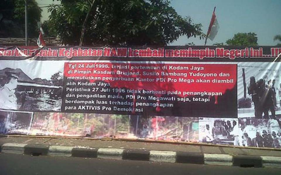 Banner commemorating July 27 tragedy in front of PDI-P headquarters in Jakarta - July 27, 2012 (Tribune)