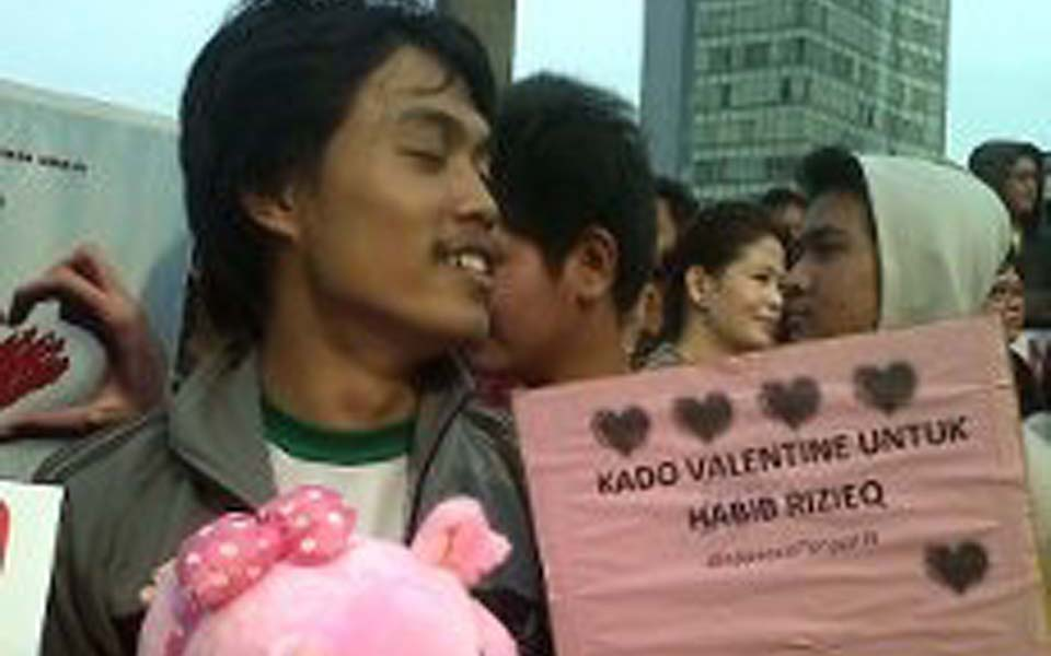 Placard reads 'A Valentines Day Present for Habib Rizeq' - February 14, 2012 (Detik)