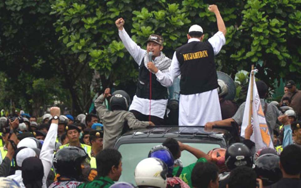 Anti-communist groups demonstrate in Yogyakarta - January 13, 2012 (Tempo)