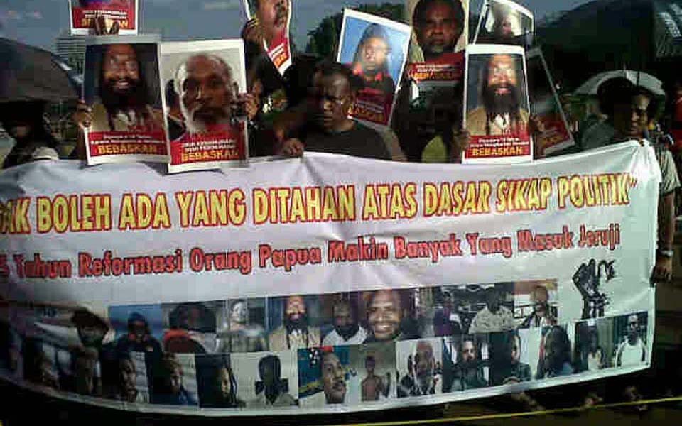 NAPAS rally in front of State Palace in Jakarta - May 16, 2103 (Info Napas)