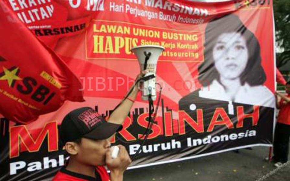 Rally in Surabaya marks 20 years since Marsinah's murder - May 8, 2013 (Solo Pos)