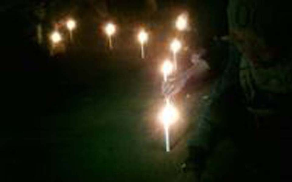 Students hold candle lit vigil against violence by paid thugs in Yogyakarta - November 1, 2013 (Tribune)