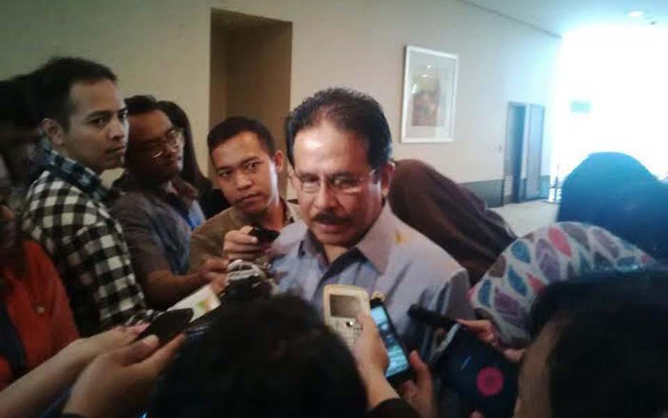 Coordinating Economics Minister Sofyan Djalil speaks to journalists - December 4, 2014 (Detik)