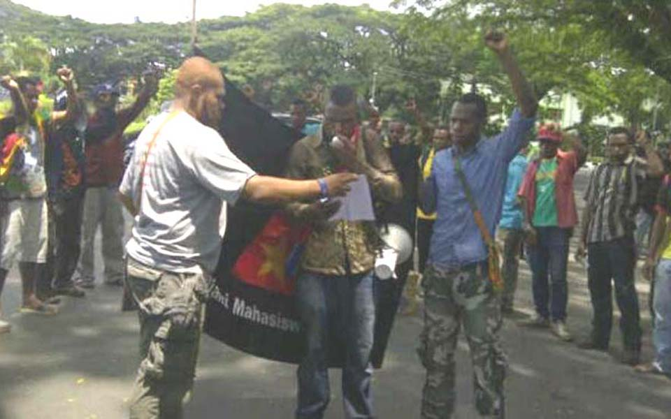 West Papuan students from the AMP protest in Malang - December 19, 2014 (Viva)