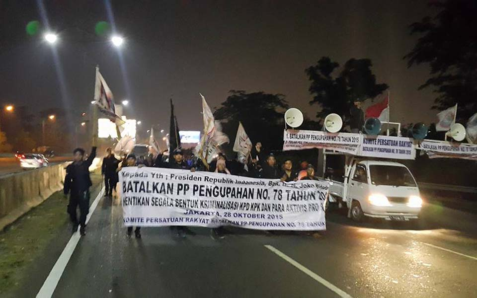 United People's Committee (KPR) workers protest new wage regulation in Jakarta - November 2, 2015 (wartakarawang)