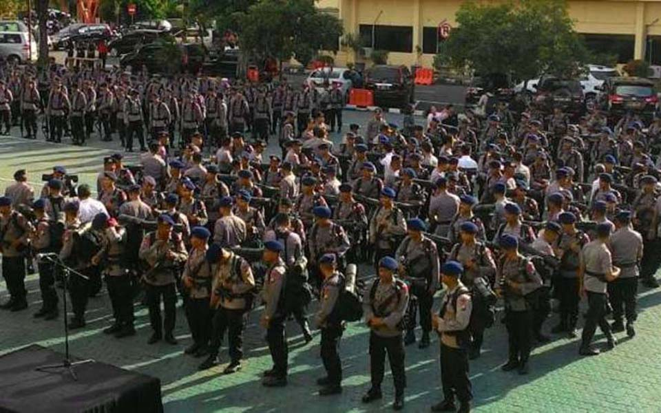 Brimob paramilitary troops on parade in East Java - May 16, 2016 (Viva)