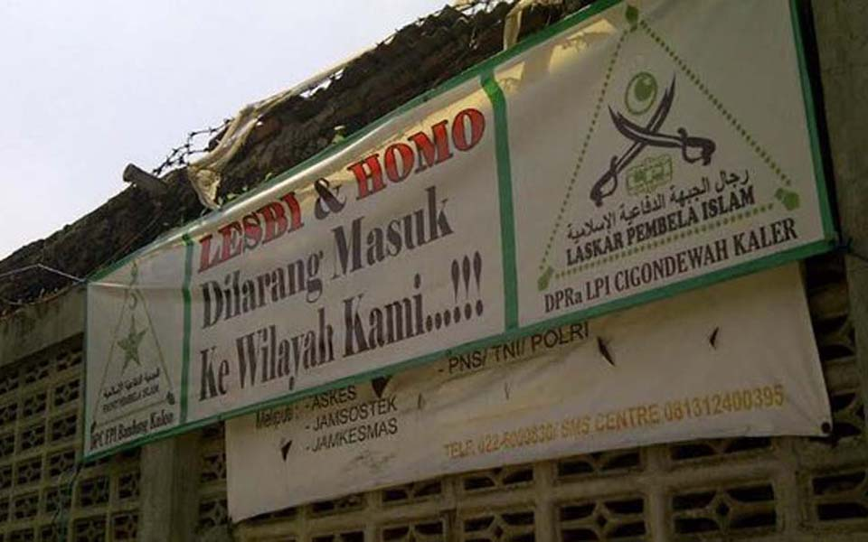 FPI banner reading 'Lesbians and Homos forbidden to enter our area' – 2016 (Merdeka)