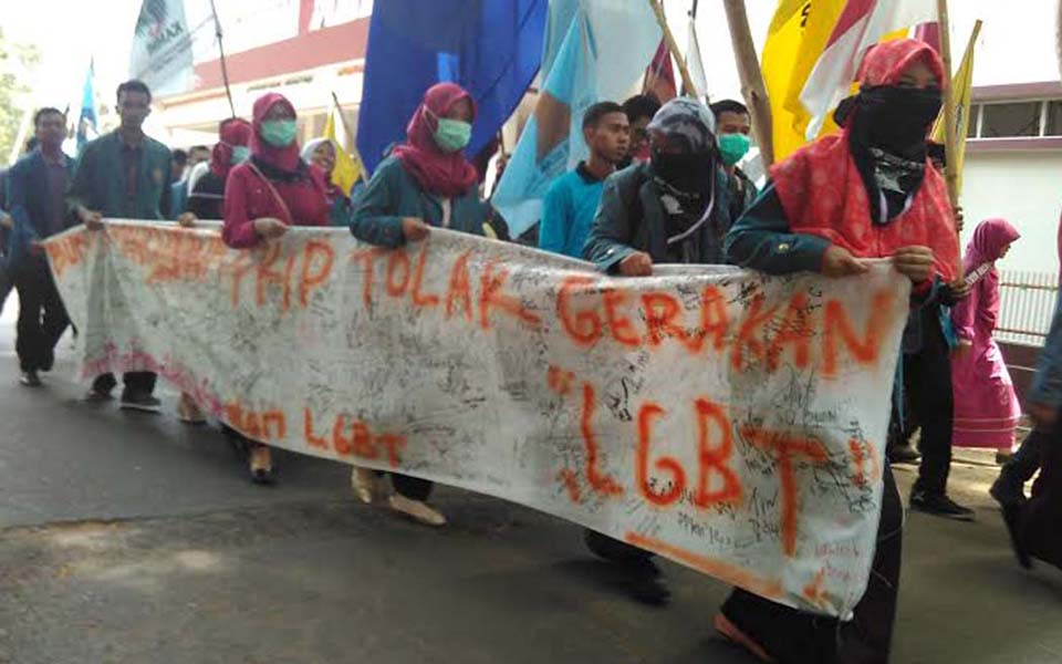 Unita students rally against LGBT activities on campus - Undated (Jejamo)