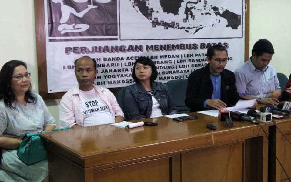 Civil society groups hold press conference at YLBHI office in Menteng, Central Jakarta - July 31, 2016 (Kompas)