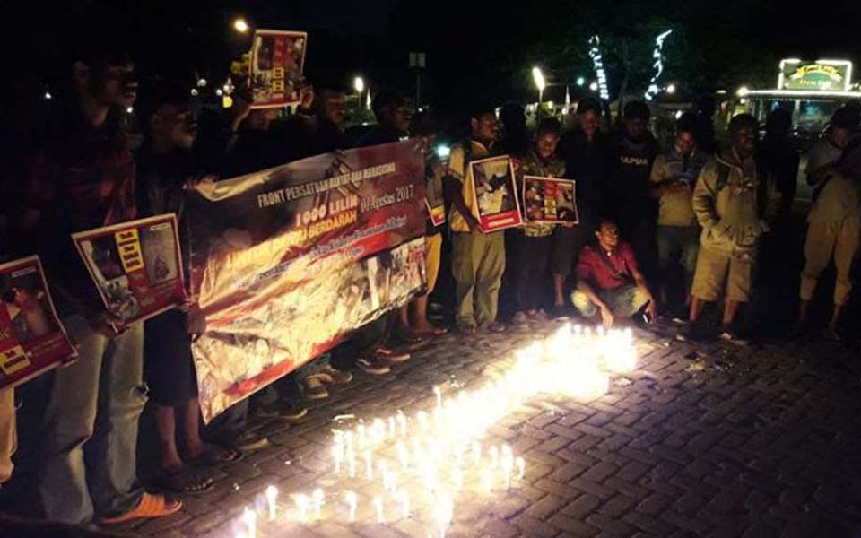 Papuan students hold candle lit vigil in Bandung - August 7, 2017 (Tribune)