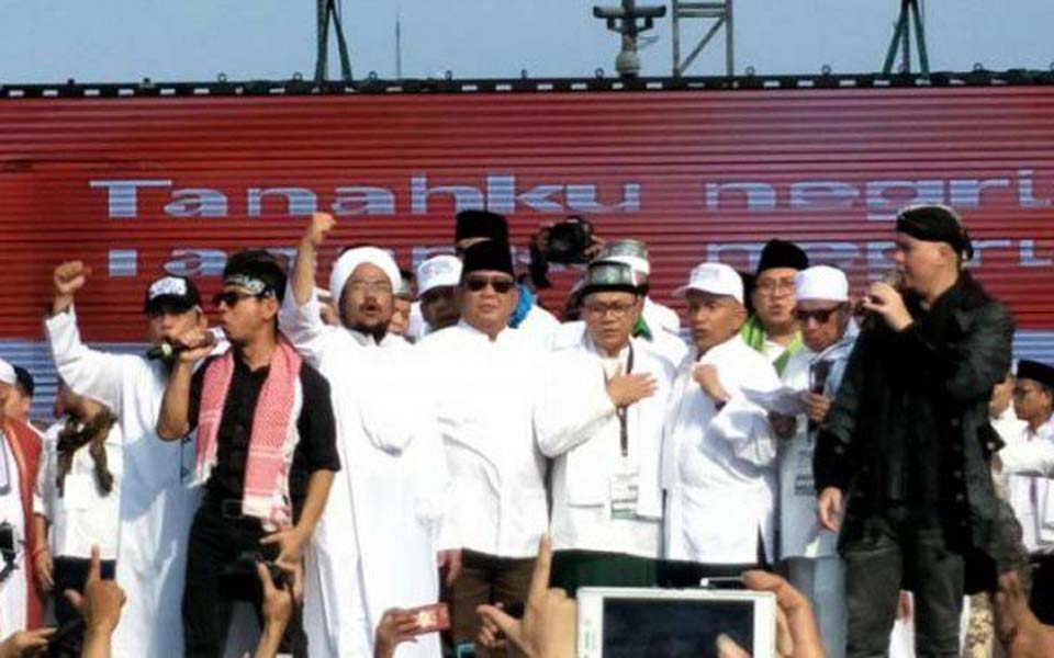 Prabowo (centre, wearing sunglasses) at 212 reunion - December 2, 2018 (Viva)