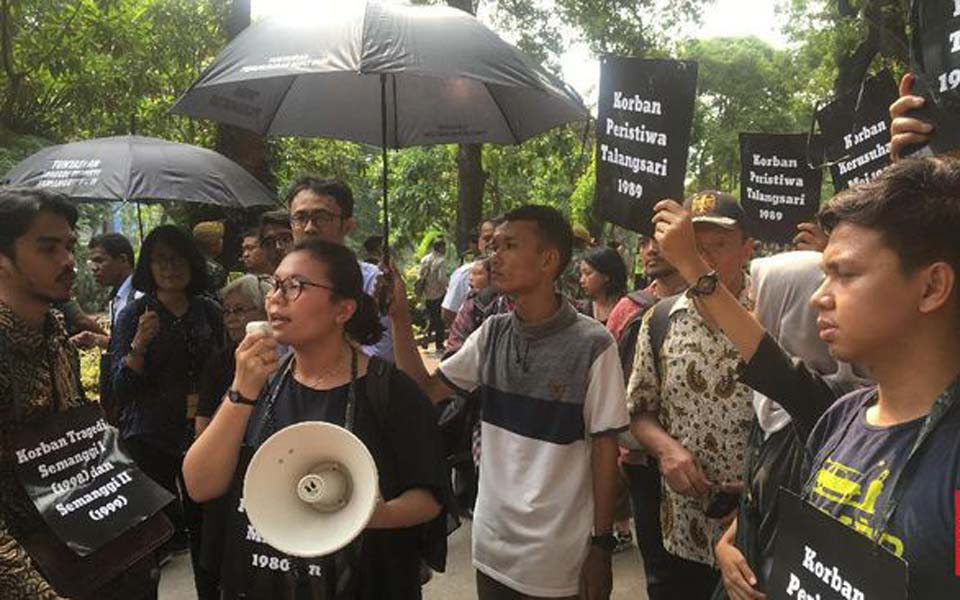 Protesters call out Kalla at Komnas HAM building – December 11, 2018 (CNN)