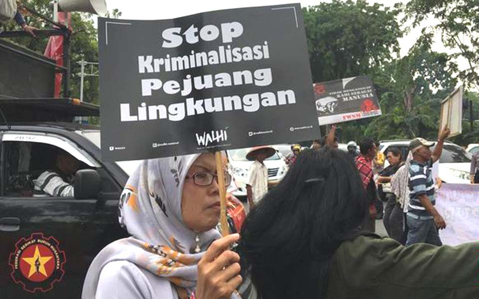 Walhi activists protest at State Palace in Jakarta – December 11, 2018 (CNN)