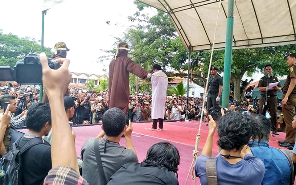 Gay man being flogged for 'sodomy' in Banda Aceh – May 23, 2017 (Kumparan)