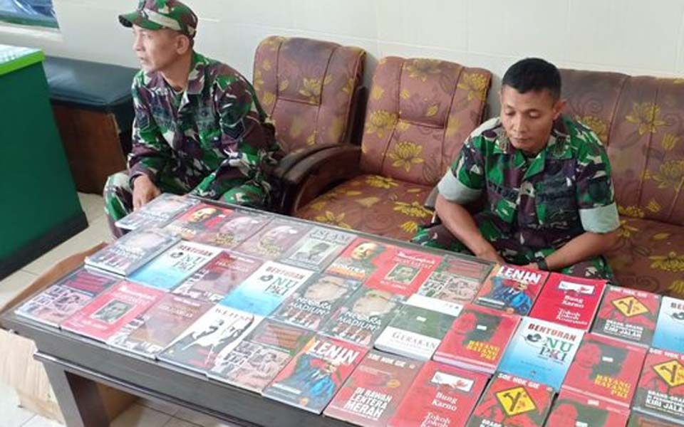 Kediri military command displays seized books – December 6, 2018 (Merdeka)