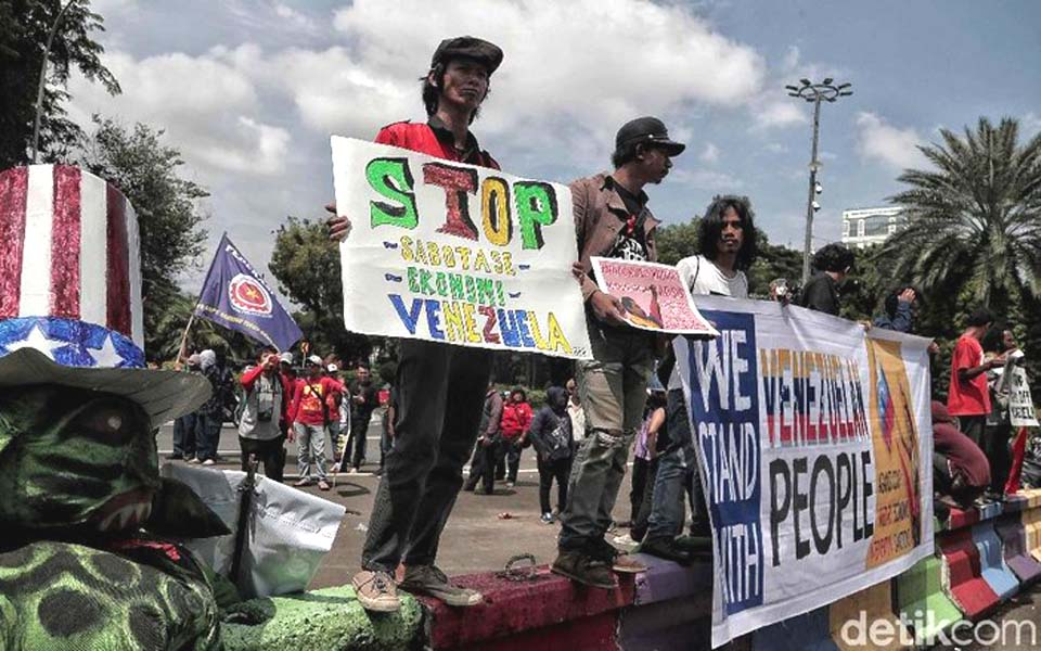 Venezuela solidarity action at US Embassy in Jakarta – February 12, 2019 (Detik)