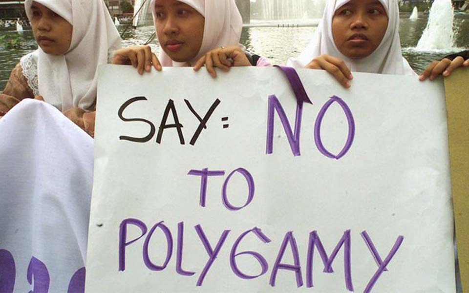 Women in Aceh protest against polygamy (Tagar)