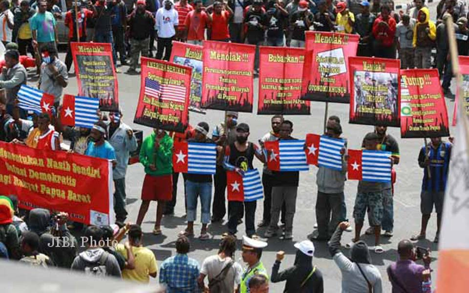 Papuan students demonstrate in Yogyakarta (Solo Pos)
