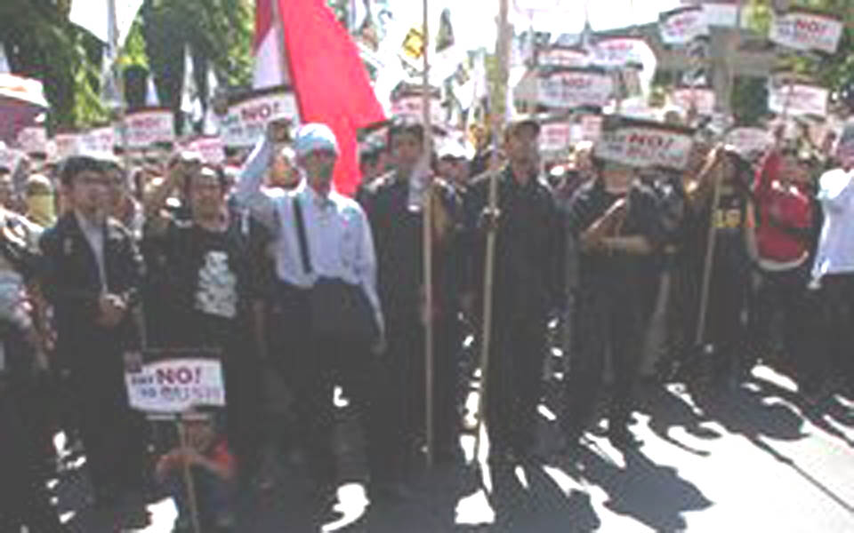 Protest against visit by George W. Bush (iddaily)