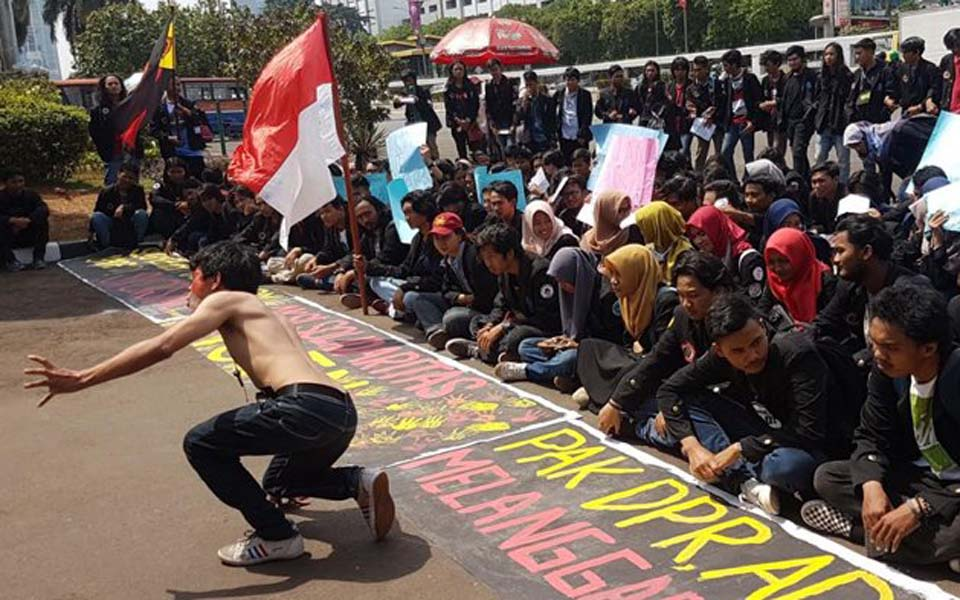 Student protest in front of the DPR in Jakarta (Tribune)