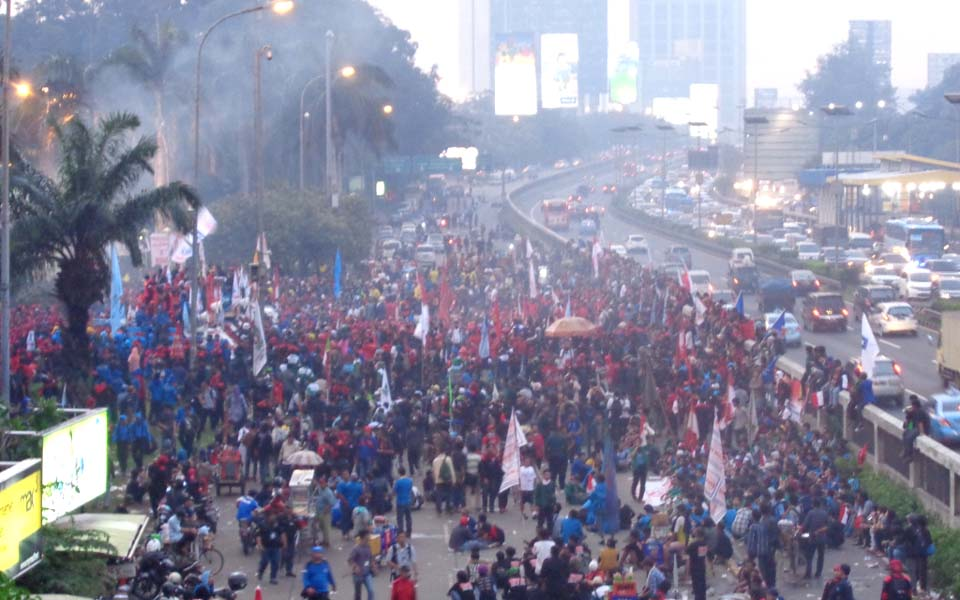 Thousands of protesters take to the streets of Jakarta (romanaufklarung)