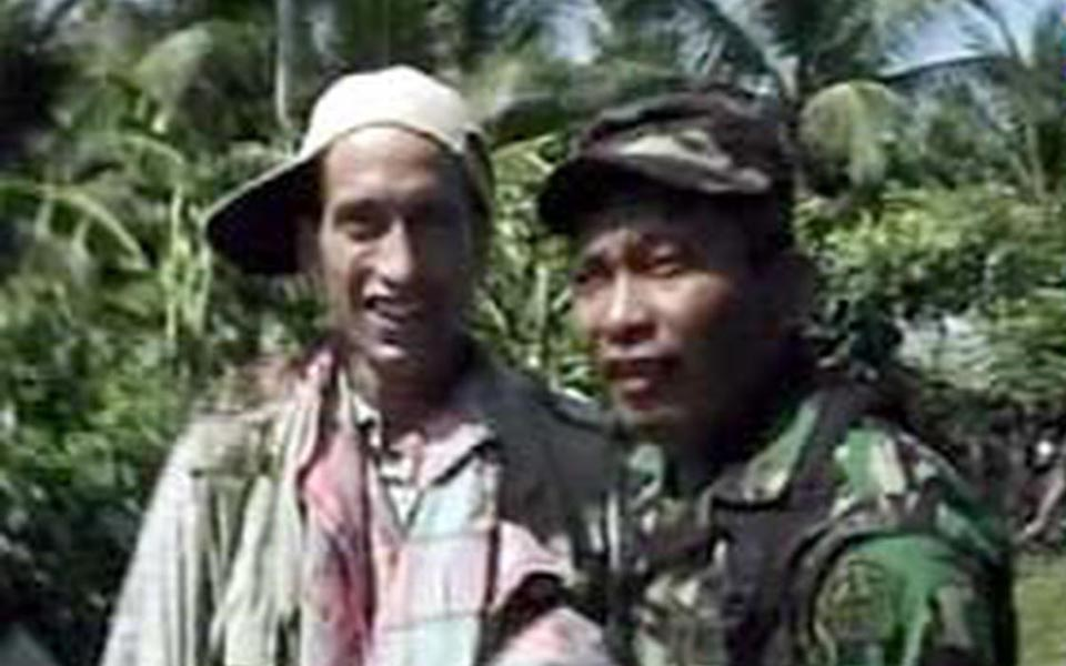 William Nessen after surrendering to Indonesian soldiers (Liputan 6)