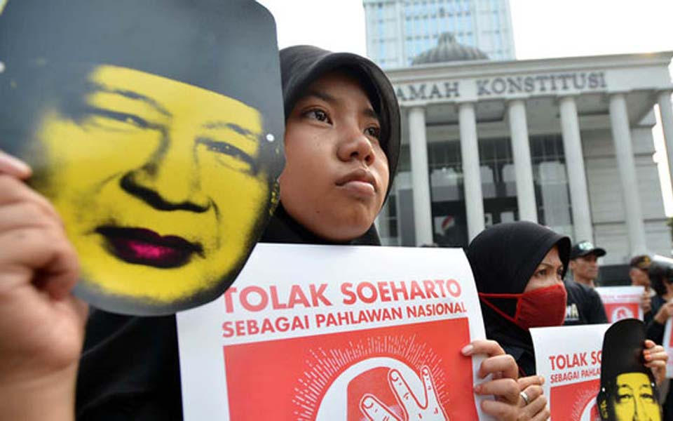 Anti-Suharto demonstration in Jakarta (Merdeka)
