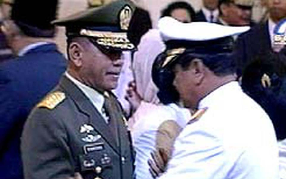 Army Chief of Staff General Ryamizard Ryacudu pictured left (Liputan 6)