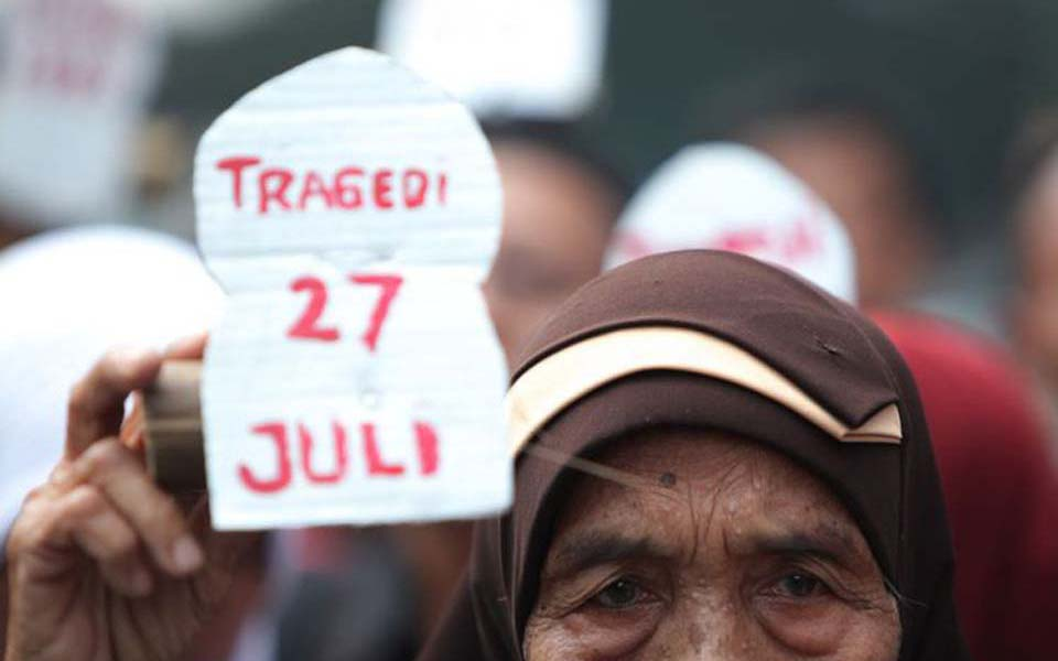 Family member demands justice for victims of July 27 affair (Kompas)